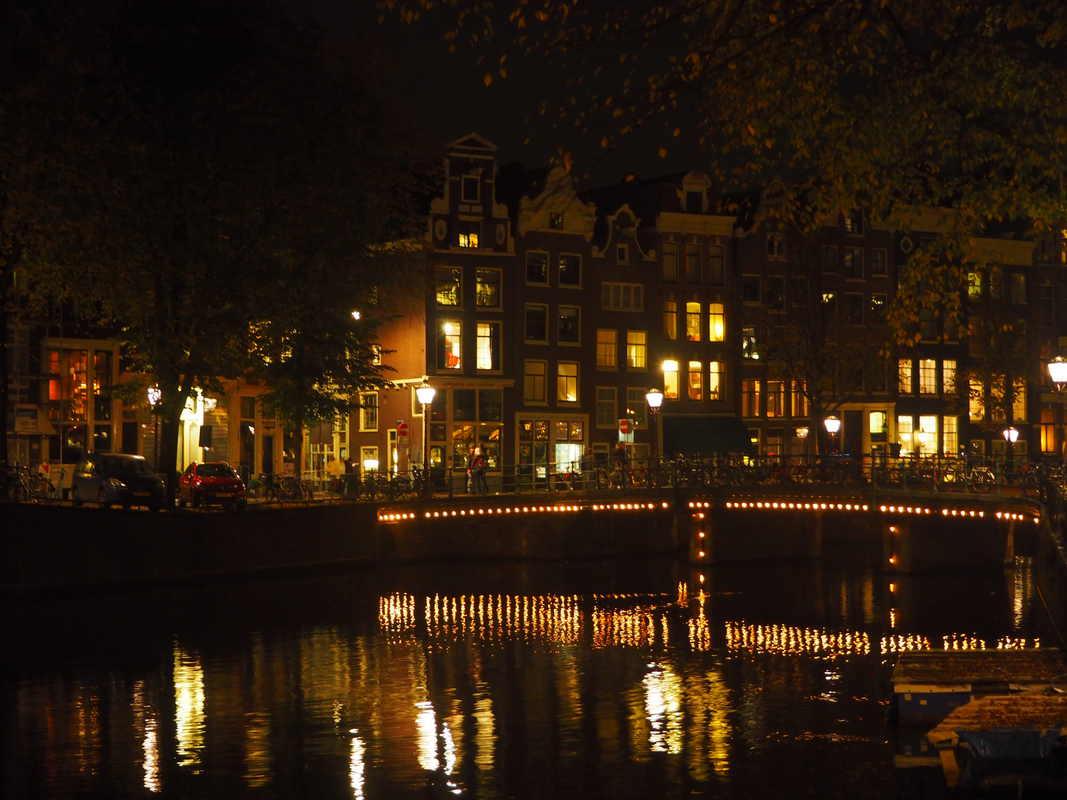 Amsterdam By Night In 8 Foto 39 S Ensannereist